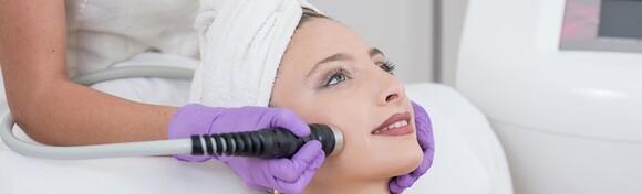 Microneedling lica, vrata ili dekoltea s Dermapen uređajem - ublažite bore, stvorite novi kolagen i pomladite vašu kožu u Dharma Institutu ljepote u za 349 kn!