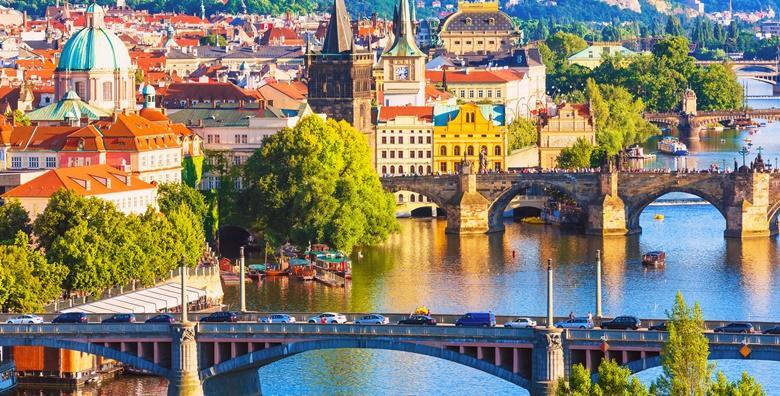 Ponuda dana: Valentinovo u Pragu - uživajte u bajkovitoj češkoj prijestolnici i posjetite prekrasan srednjovjekovni grad Krumlov pod zaštitom UNESCO-a za 750 kn! (Putnička agencija ToptoursID KOD: HR-AB-01-080168730)