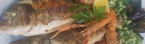 RIBLJA PLATA ZA DVOJE - Orada, brancin, škampi, lignje i srdele s triještinom na žaru, školjke na buzaru i blitva na istarski u Restoranu Casablanca za 195 kn!