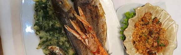 RIBLJA PLATA ZA DVOJE - orada, brancin, škampi, lignje i srdele s triještinom na žaru, rižoto s plodovima mora i blitva na istarski u Restoranu Casablanca za 195 kn!