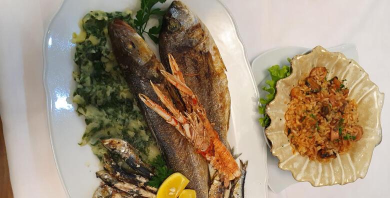 Riblja plata za dvije osobe s oradom, brancinom, škampima, lignjama, rižotom s plodovima mora i blitvom na istarski u Restoranu Casablanca za 200 kn!