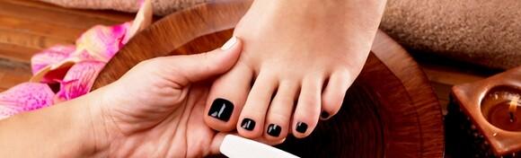 Estetska pedikura i trajni lak - uživajte u glatkoći svojih stopala i ukrasite ih najdražom bojom u Salonu ljepote Dan za samo 99 kn!