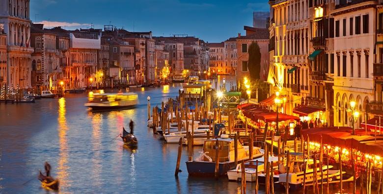Ponuda dana: Advent u Veneciji uz posjet otocima lagune - božićna čarolija u bajkovitom plutajućem gradu uz posjet otoku staklara Muranu te šarenom Buranu za 439 kn! (Turistička agencija Svijet putovanja ID-KOD  HR-AB-01-080755286)