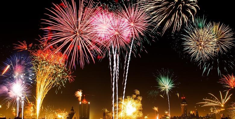 Nova godina u Budvi - zakoračite u Novu te uživajte u ludoj atmosferi za koju će se pobrinuti Zdravko Ćolić i Ceca, 3 noćenja s doručkom u 3* i prijevozom za 1.249 kn!