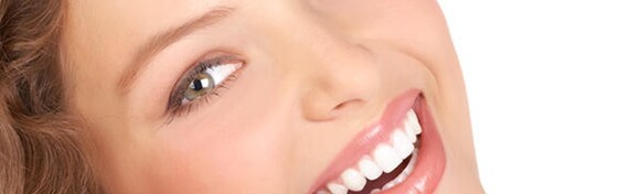 Čišćenje zubnog kamenca, pjeskarenje, poliranje, pregled i savjetovanje u Privatnoj ordinaciji dr. Antonijela Vacula za samo 99 kn!