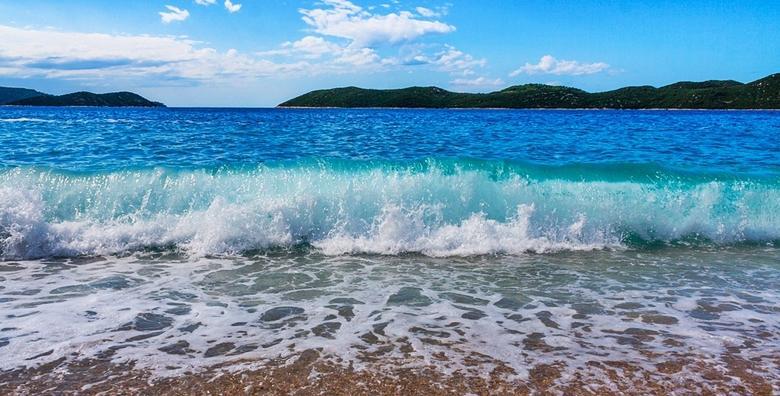 POPUST: 47% - SELCE 2 ili 7 noćenja s polupansionom za dvoje u opuštenoj i mirnoj postsezoni!  Smještaj u sobama Pansiona Klek na samoj plaži od 749 kn! (SANI TOURS turistička agencija ID KOD HR-AB-23-13010101805)