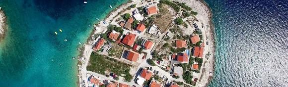 [RAB] Ljetovanje u kolovozu u starogradskoj jezgri i blizu plaže! 2, 3 ili 5 noćenja s polupansionom za dvoje u Hotelu International 3* već od 1.860 kn!