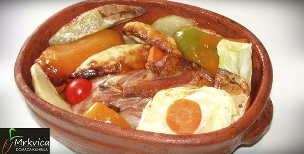 Lignje ili puretina ispod peke s krumpirom i povrćem
