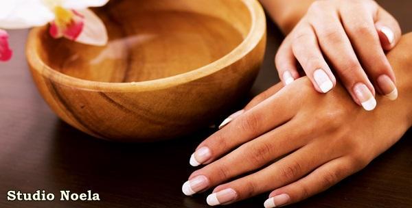 Manikura i trajni lak ili manikura i geliranje na prirodnim