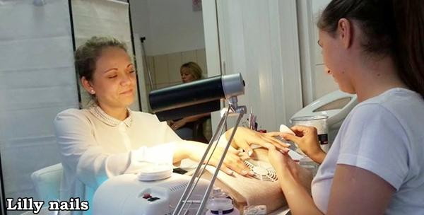 Trajni lak marke Shellac i manikura - dugotrajni nokti