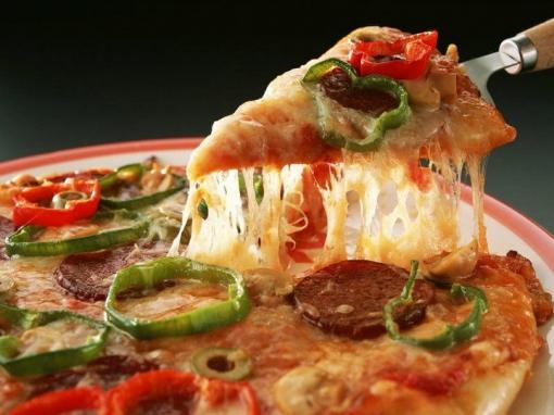 Samo 29 kn za dvije velike pizze - zabavite se s  društvom u Pizzeriji Paprika uz dvije velike pizze za 29 kn umjesto 72 kn