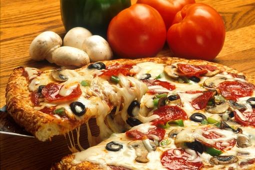 Dvije velike pizze za samo 30 kn - uživajte u svjetski poznatom, omiljenom talijanskom specijalitetu u samom centru grada