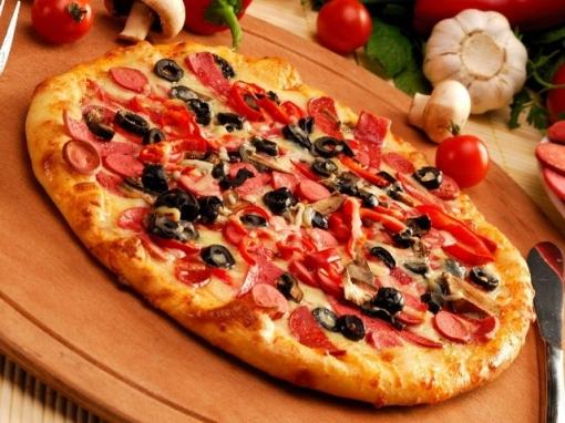 Dvije velike pizze po izboru za samo 30 kn umjesto 70 kn – izađite i večerajte slasnu i poznatu Zagrebačku pizzu