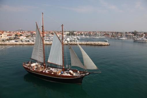 Jedrenje dvadesetmetarskim jedrenjakom Lirica Vodičkim arhipelagom, marenda na brodu i kupanje u uvalama otočja - 95kn umjesto 200 kn