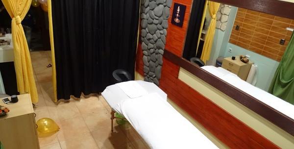 Depilacija nogu i bikini zone voskom uz gratis masažu nogu