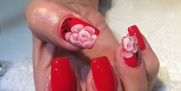Geliranje i produživanje prirodnih noktiju tipsama ili gelom
