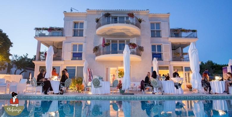 Relax i Spa u Istri s pogledom na morsko plavetnilo! 1 noćenje s doručkom i večerom u 3 slijeda u Villi Štefanija 4* uz masažu te uživanje u sauni i jacuzziju za 1.749 kn!