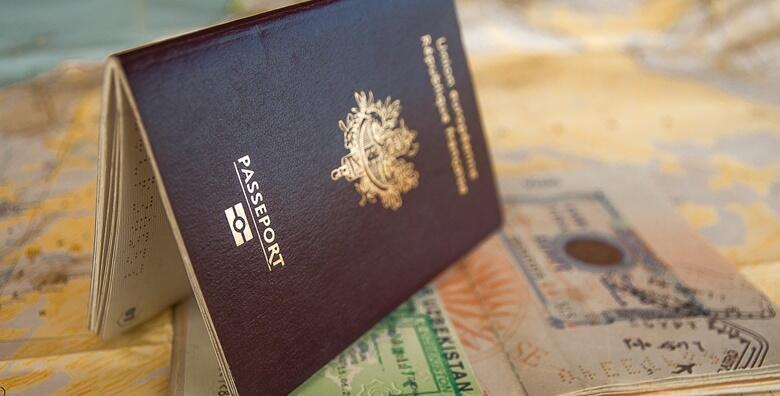 POPUST: 50% - 8 fotografija za dokumente - odmah gotove fotografije za osobne iskaznice, putovnice, vizu, pokaz, indekse i razne druge dokumente u Foto studiju Fotić Vila za samo 25 kn! (Studio Fotić Vila)