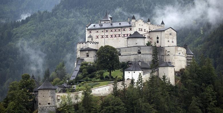 Austrija - Posjetite ledenu špilju Eisriesenwelt i prekrasan dvorac Hohenwerfen za 259!