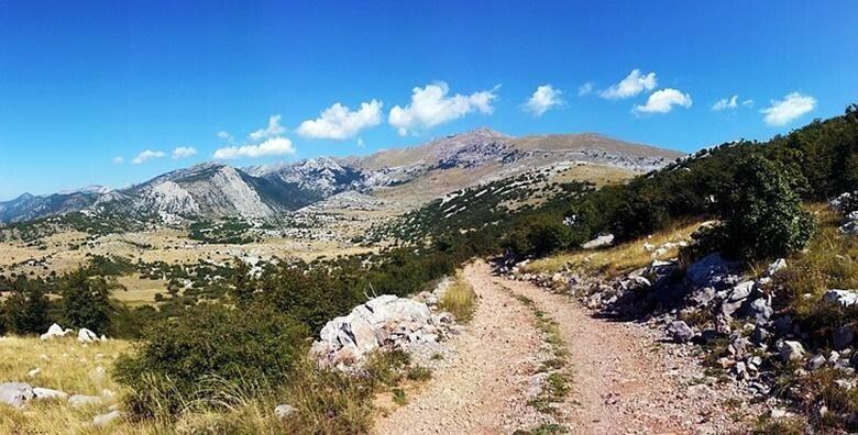 Planinarenje NP Sjeverni Velebit - uživajte u obilasku 18 km duge Premužićeve staze i posjetu Baškim Oštarijama za 169 kn!