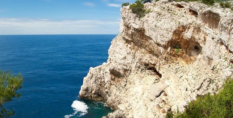 Sv.Grgur i Goli Otok - posjetite drugi najzeleniji otok na Jadranu i zloglasni logor za 169 kn!