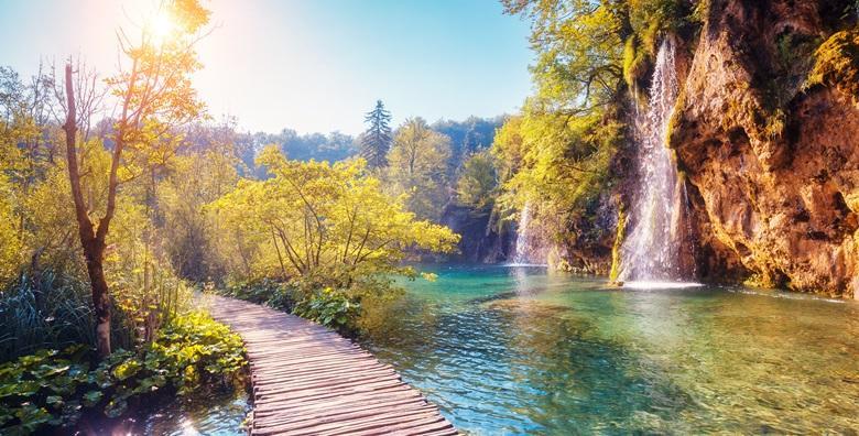 NP PLITVICE - posjetite očaravajući nacionalni park i razgledajte 16 jedinstvenih jezera pod zaštitom UNESCO-a za 144 kn!