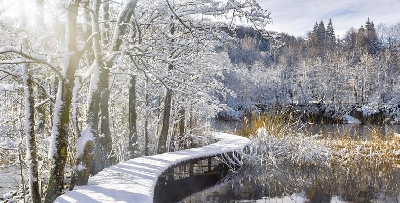 Doživite zimsku čaroliju NP Plitvice uz jednodnevni izlet s uključenim prijevozom za 144 kn!