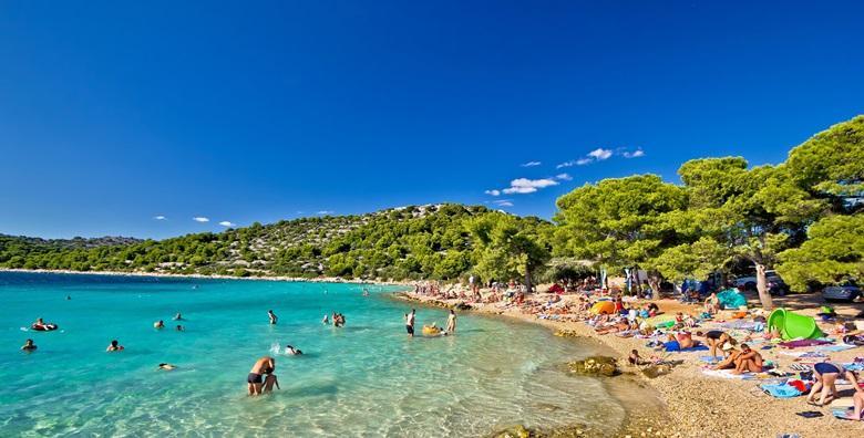 POPUST: 59% - PULA, CIJELA SEZONA Plaža, more i sunce - sve što ti treba za savršeno ljetovanje! Smještaj za 2 do 6 osoba u potpuno opremljenim kućicama već od 490 kn! (Kamp Brioni)