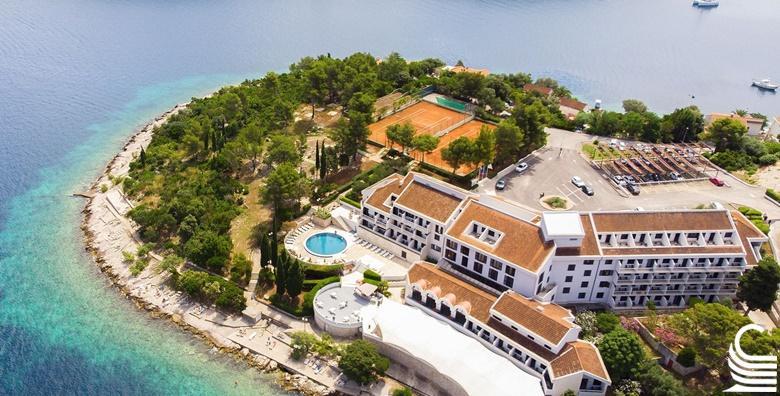 POPUST: 40% - KORČULA, HOTEL LIBURNA 4* Isplanirajte savršen vikend na moru uz smještaj na samoj plaži! 2 noćenja s polupansionom za dvoje i korištenje bazena za 2.000 kn! (Hotel Liburna 4*)