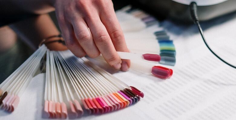 Uživajte u noktima koji traju tjednima uz manikuru i trajni lak u Griva stil salonu za 89 kn!