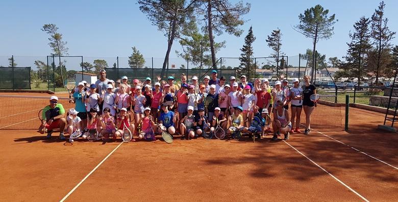 Tečaj tenisa za sve uzraste u trajanju od mjesec dana već od 160 kn!