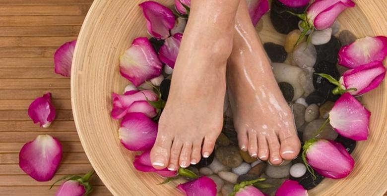 Medicinska pedikura s lakiranjem i masažom stopala