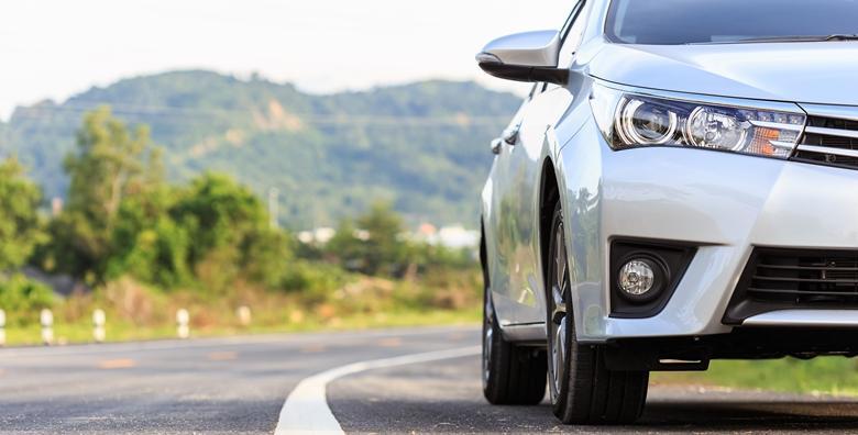 Poliranje prednjih farova automobila