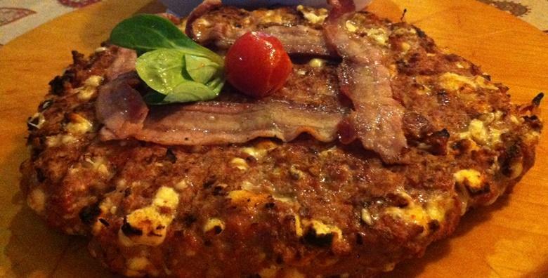 Gurmanska pljeskavica od 1 kg punjena sirom i paprikom