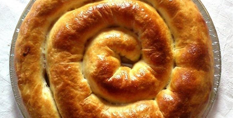 Savijača od jabuke, slanog ili slatkog sira ili krumpira u vrućem ručno rađenom tijestu – poslastica za 6 do 8 osoba za samo 59 kn!