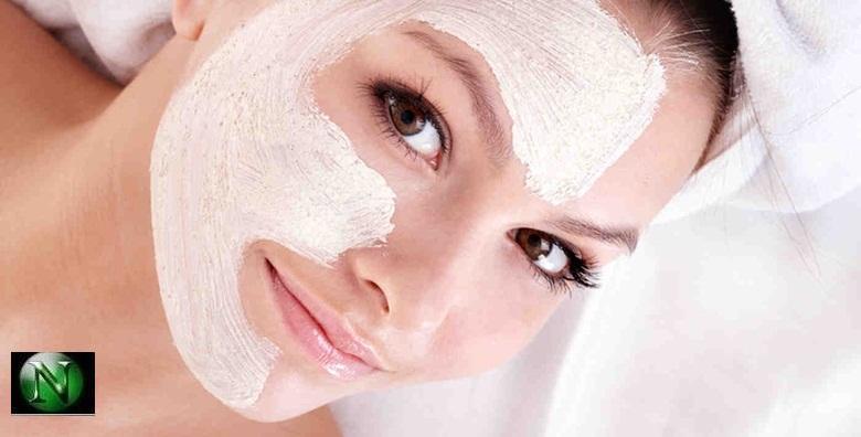 Čišćenje lica, korekcija obrva, depilacija nausnica u centru