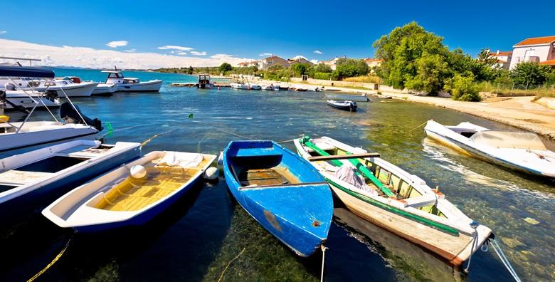POPUST: 58% - BIOGRAD NA MORU Godišnji u blizini Fun Parka Mirnovec i plaže Crvena luka! Uživajte u apartmanima Vile Adriatic već od 375 kn! (Vila Adriatic)