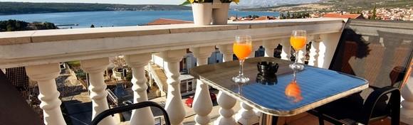 [ZADARSKA RIVIJERA] Karin Gornji - priuštite si savršen godišnji u mirnom mediteranskom gradiću, smještaj u sobi ili apartmanu blizu plaže već od 299 kn!
