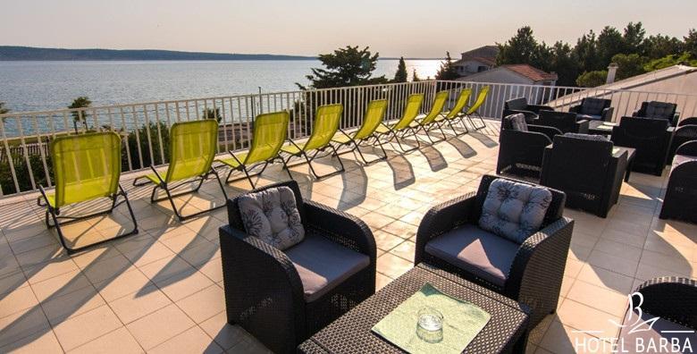 Ponuda dana: STARIGRAD PAKLENICA 1 noćenje s polupansionom za 1 osobu u Hotelu Barba uz korištenje hotelske plaže! Ljetni odmor u ŠPICI SEZONE za 365 kn! (Hotel Barba 2*)