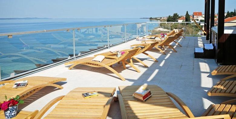 POPUST: 45% - ZADAR- mediteranski gušti u Hotelu Delfin 3* uz 2 noćenja s doručkom za dvoje uz korištenje bicikala za 819 kn! (Hotel Delfin***)