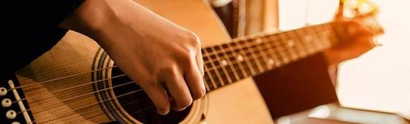 ŠKOLA GITARE - zabavi se i stekni vještine sviranja u trajanju 4 ili 8 školskih sati uz uključene instrumente i materijale u Gitarskoj školi u centru grada od 175 kn!