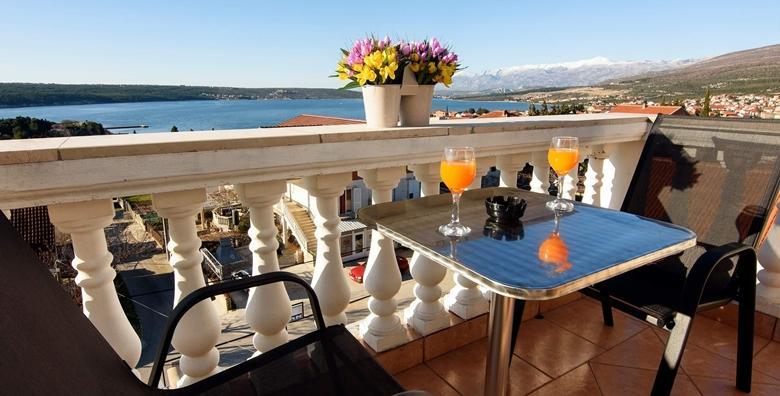 Zadarska rivijera - 2 noćenja za 2 do 5 osoba u sobi ili apartmanu blizu plaže već od 333 kn!