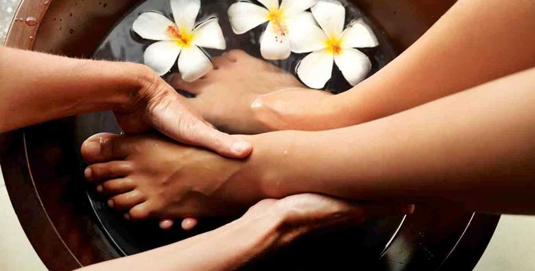 Spa pedikura s lakiranjem ili trajnim lakom - priuštite svojim nogama luksuznu njegu i pripremite ih za otvorenu obuću u Studiju ljepote Manuela od 165 kn!