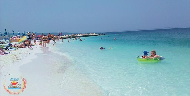 [SELCE, ŠPICA SEZONE] Prekrasne plaže, more i sunce za najbolji godišnji odmor! 1, 2 ili 5 noćenja s polupansionom za dvoje u Pansionu Selce od 649 kn!
