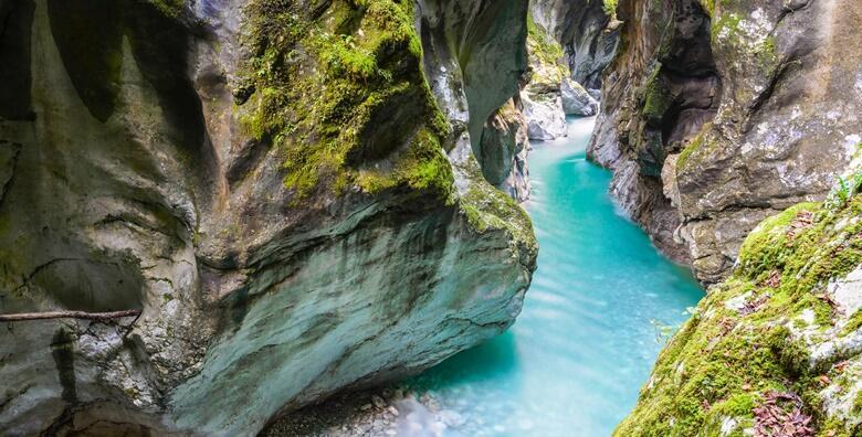 Dolina rijeke Soče - oduševite se kristalno plavom bojom rijeke Soče i Tolminskim koritom te uživajte u slikovitom alpskom mjestu Bovec za 185 kn!