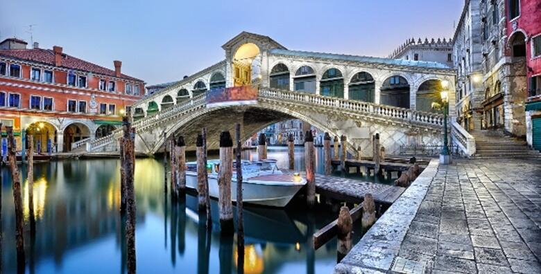Venecija - istražite skrivene tajne prošlosti i ljepotu otoka lagune  uz posebnu noćnu turu za samo 249 kn!