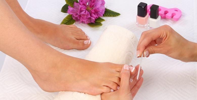 Njega stopala i trajni lak - riješite se suhih peta, natisaka i zadebljane kože te uljepšajte svoje nokte u salonu specijaliziranom za trajni lak i geliranje za 99 kn!
