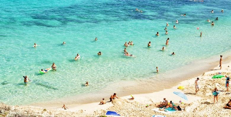 POPUST: 39% - SELCE Ljetovanje u atraktivnoj jadranskoj destinaciji poznatoj po lijepim plažama!2 ili 4 noćenja u apartmanu 3* prvi red do mora već od 599 kn! (Apartmani Selce Cindrić***)