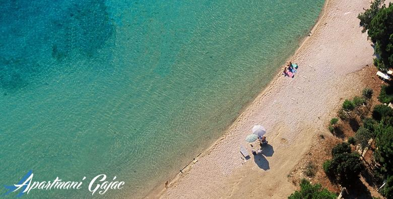POPUST: 45% - OTOK PAG Sunce, more i party - recept za savršen odmor s ekipom! 1 noćenje  za 2 do 4 osobe u apartmanu 3* tik do plaže i blizu Zrća za samo 249 kn! (Apartmani Gajac***)