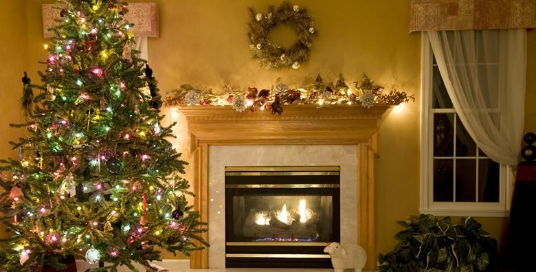 POPUST: 55% - Božićno drvce - ukrasite svoj dom ovih blagdana prekrasnom smrekom visine 2 do 3 m intenzivnog mirisa i hrvatskog podrijetla za samo 85 kn! (Kvarner grupa)